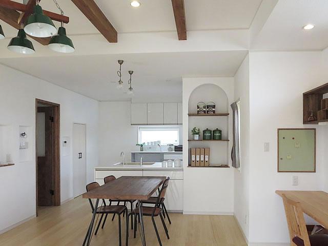 真っ白なカルクウォールの家