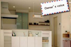 #10 白の塗壁と茶色タイルの家